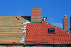 Herstel een dak stock foto