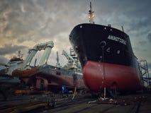 herstel het schip in haven Stock Afbeeldingen