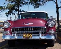 Herstelde Antiquiteit 1955 Rood Chevrolet Belair Royalty-vrije Stock Foto's