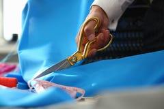 Herstellen Service Dressmaking-des Prozessnahaufnahme-Schusses stockfoto
