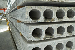 Herstellende Betonplatten Stahlbetonproduktion Stockfoto
