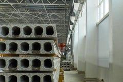 Herstellende Betonplatten Stahlbetonproduktion Stockbilder