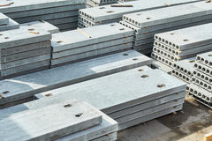 Herstellende Betonplatten Stahlbetonproduktion Lizenzfreie Stockbilder