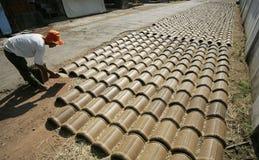 Herstellung der Dachplatte Stockfoto