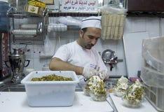 Herstellung der Eiscremebecher an der Bakdash Eisdiele Stockfotografie