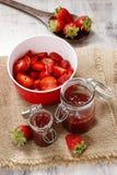 Herstellung der Erdbeere-Marmelade Lizenzfreies Stockbild