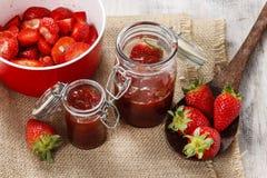Herstellung der Erdbeermarmelade Stockbild