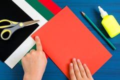 Herstellung der Grußkarte in der Form des Apfels für neues Schuljahr jobstep Stockfoto