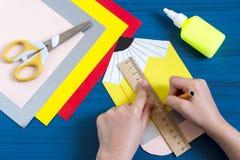 Herstellung der Grußkarte für neues Schuljahr Schritt 7 Stockfotografie