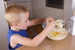 Herstellung der kleiner Kuchen Lizenzfreie Stockbilder