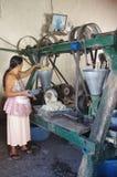 Herstellung der Masse für Tortillas Lizenzfreies Stockbild