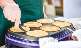 Herstellung der Pfannkuchen Lizenzfreies Stockfoto