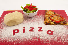 Herstellung der Pizza Stockbilder