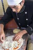 Herstellung der Pizza Stockfoto