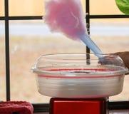 Herstellung der rosa Zuckerwatte Stockfoto