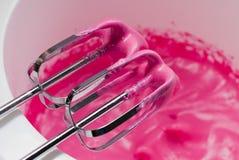Herstellung der rosafarbenen Meringe Stockbild