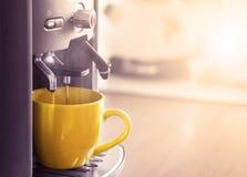 Herstellung der Schale von coffe Stockfoto