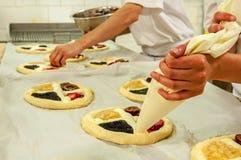 Herstellung der Torten Stockfoto