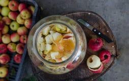 Herstellung des Apfels - von der oben genannten Szene eines Arbeitsplatzes stockfoto