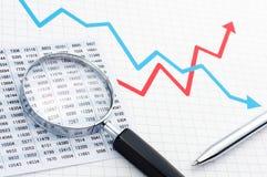 Herstellung des Diagramms Analysieren von Daten mit Lupe Lizenzfreies Stockfoto