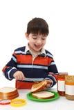 Herstellung des Erdnussbutter-Gelee-Sandwiches Lizenzfreie Stockfotografie
