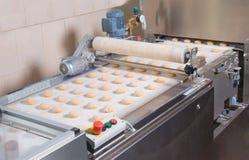 Herstellung des frischen Brotes Stockbilder