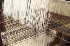 Herstellung des handgemachten spinnenden Threads Stockfotos