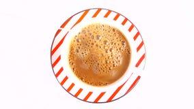 Herstellung des Kaffees mit Milch stock video