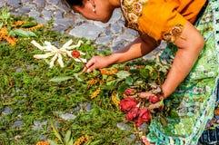 Herstellung des Karwocheteppichs, Antigua, Guatemala Stockbild