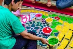 Herstellung des Karwocheteppichs, Antigua, Guatemala Lizenzfreie Stockbilder