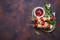 Herstellung des Kebabs vom Huhn stockbild