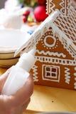 Herstellung des Lebkuchenhauses Lizenzfreie Stockbilder