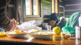Herstellung des Morgen-Frühstücks Lizenzfreies Stockfoto
