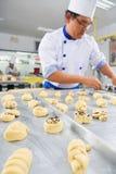 Herstellung des süßen Brotes Stockfotografie