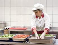 Herstellung des Salats Lizenzfreie Stockfotos