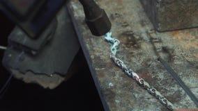 Herstellung des Schmucks in der Werkstatt stock video footage