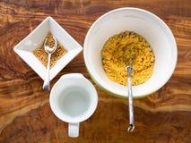 Herstellung des Senfes von den Samen Stockfotos