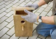 Herstellung des Vogelhauses Stockfotos