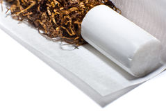 Herstellung einer Zigarette Stockfotos