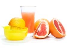 Herstellung Grapefruitsaft, auf Weiß Stockfotografie