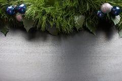 Herstellung von glänzenden dekorativen Sternen von verschiedenen Farben lizenzfreies stockfoto
