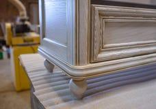 Herstellung von Möbeln vom Holz Arbeitstischler Zimmereiwerkzeuge lizenzfreies stockfoto