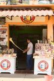 Herstellung von Melcocha in Banos, Ecuador stockbilder