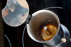 Herstellung von moka Kaffee Stockfotografie
