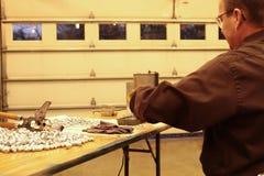 Herstellung von Neuladenkugeln Stockfotos