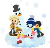 Herstellung von Schneemännern mit Familie Stockfotos