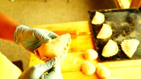 Herstellung von selbst gemachtem Empanadas stock video footage