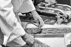 Herstellung von ` speculaas `, Lebkuchen lizenzfreie stockfotografie