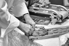 Herstellung von ` speculaas `, Lebkuchen stockbilder