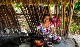 Herstellung von Tortillas Lizenzfreie Stockfotos